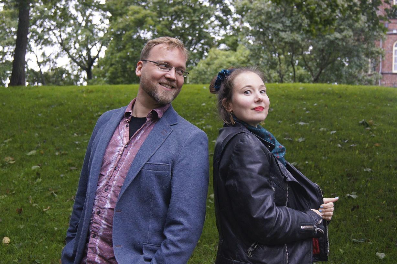 esiintyjät: mies ja nainen